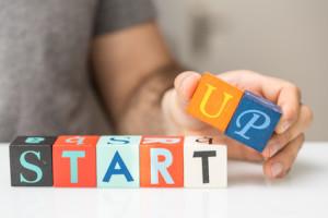 Bausteine mit Aufschrift Start Up